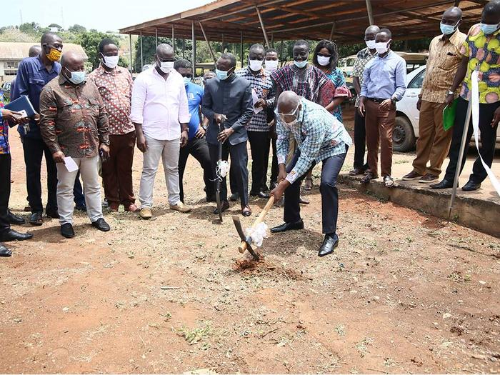 The Registrar cutting the sod for the construction of the Lube Bay