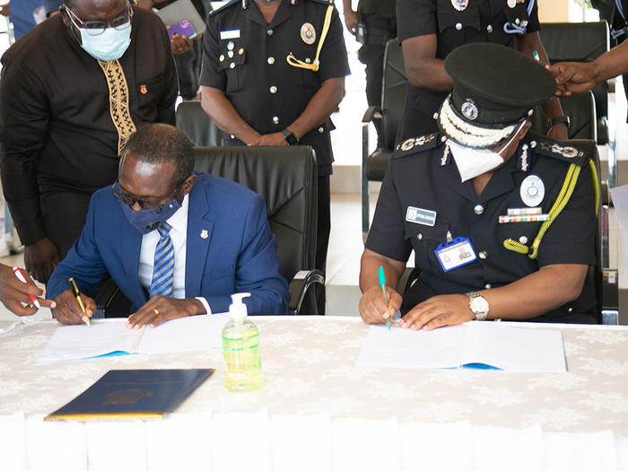 Vice-Chancellor and IGP signing the MoU